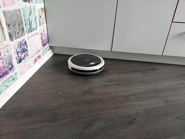 отзывы-о-роботе-пылесосе-iBoto-X410