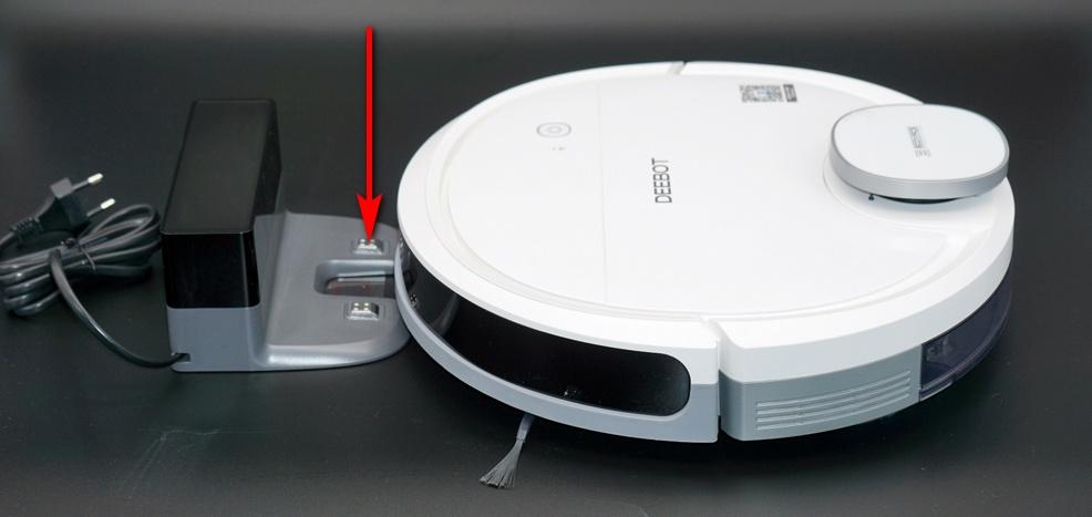 Контакты на базовой станции робота-пылесоса