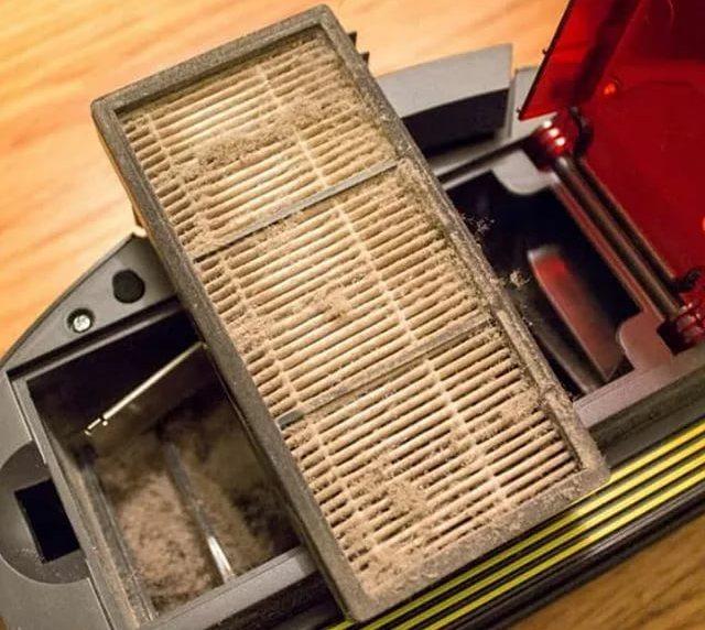 Грязный фильтр робота-пылесоса