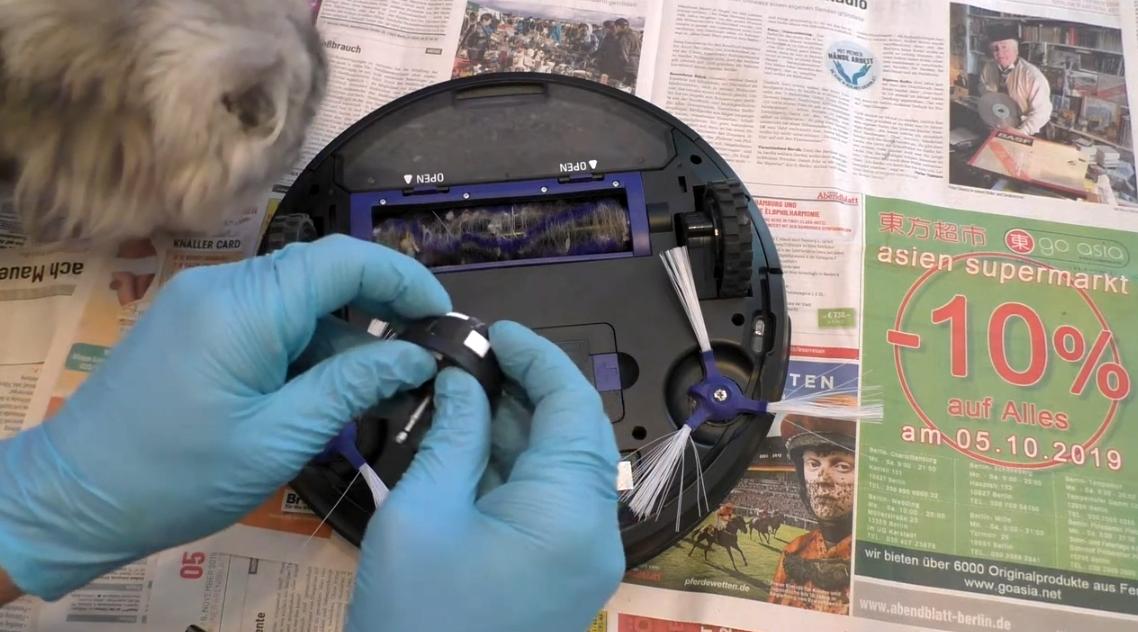 как почистить переднее колесо робота пылесоса